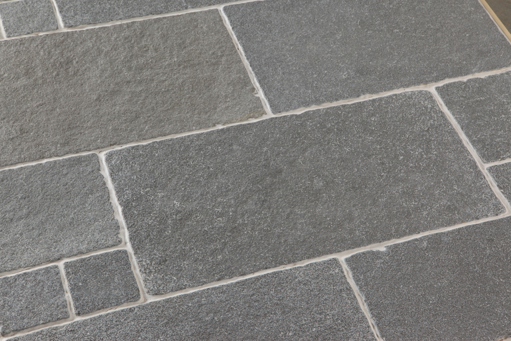 Tandur blue limestone in tumbled finish